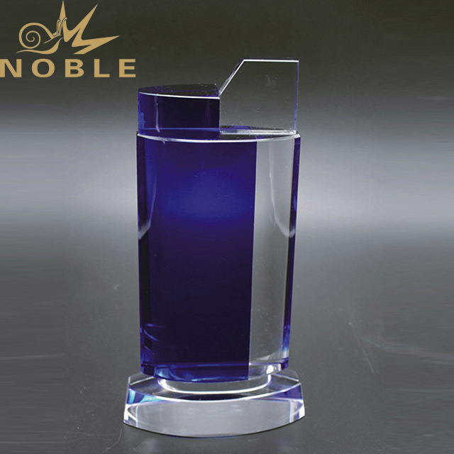 Noble New Design Wholesale Custom Crystal Glass Trophy With Engraved Logo