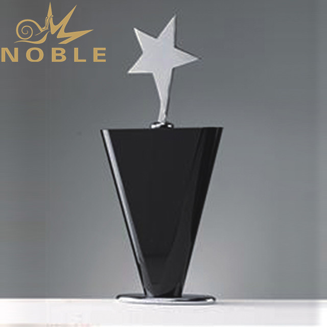 Crystal star trophy with black crystal base