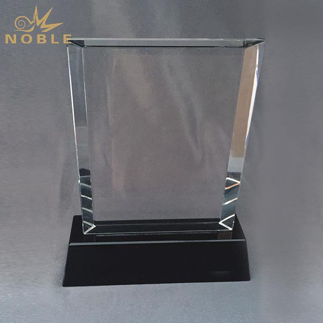 High Quality Custom Crystal Trophy On Black Base