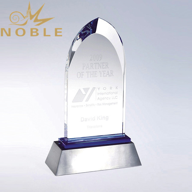 Popular New Design High Quality Crystal Award Trophy