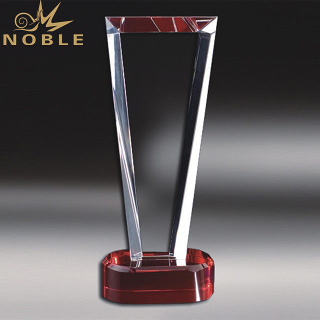 High Quality Transparent Triangle Crystal Award Trophy With Round Base