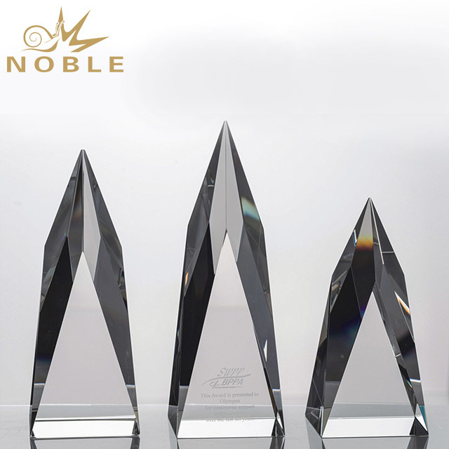 2019 Noble New Style Clear Trophy Crystal Shields Import of China