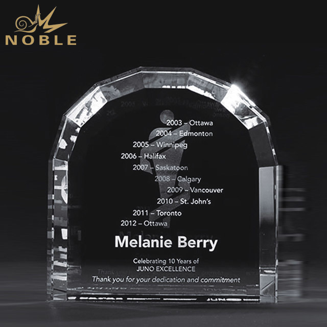 2019 Noble 3D Laser Engraving Optical Crystal Soccer Design Sports Award Football Trophy