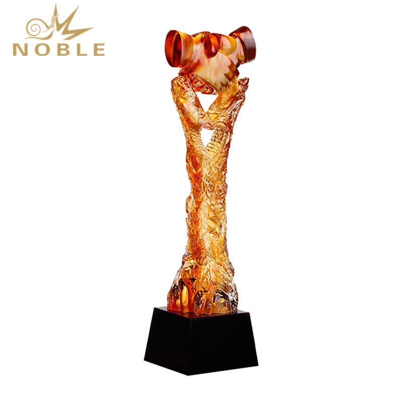 Liu Li Shake Hand Business Trophy Award From China
