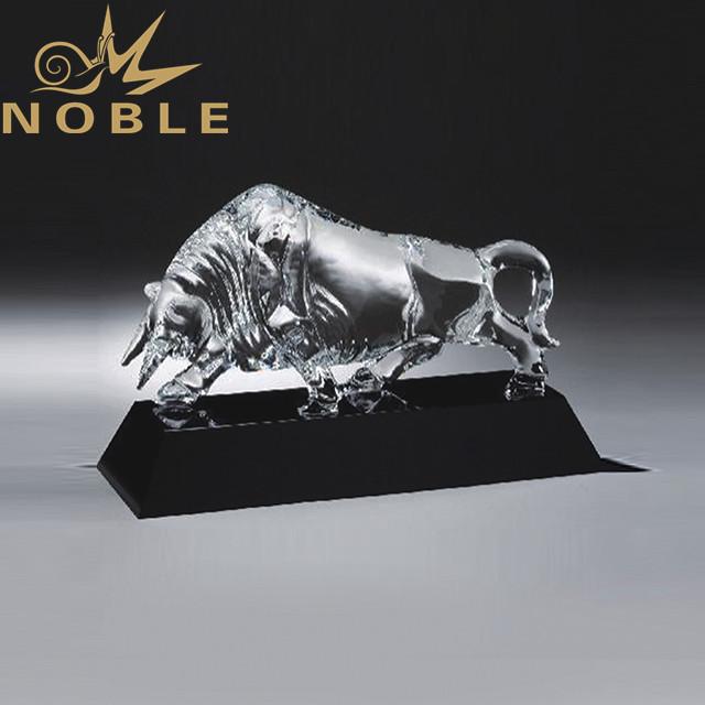 Custom engraving crystal bull trophy as business gift