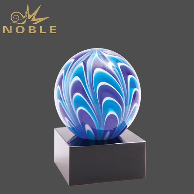 2019 Noble Uniquely Designed Luxury Art Ball Glass Trophies With Black Base