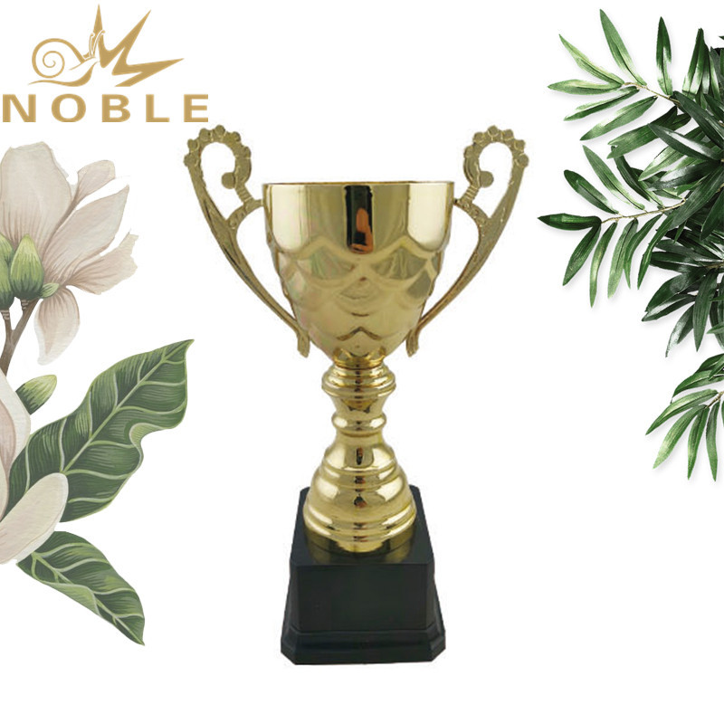 New Product Gold Metal Sports Champion Metal Cup Trophy