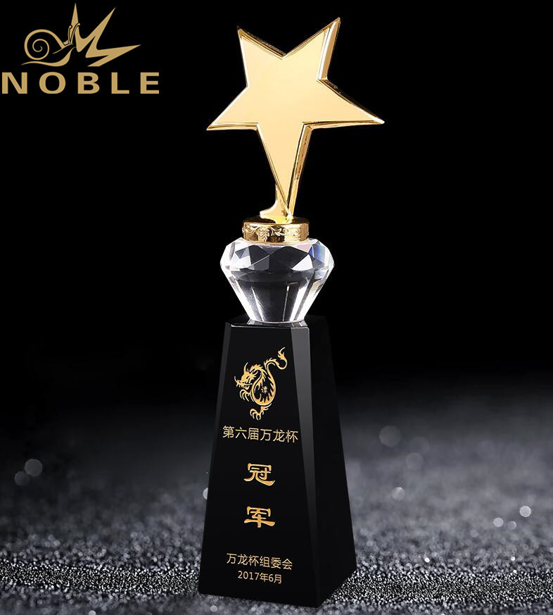 Custom Design High Quality Metal Star Trophy with Black Crystal Base