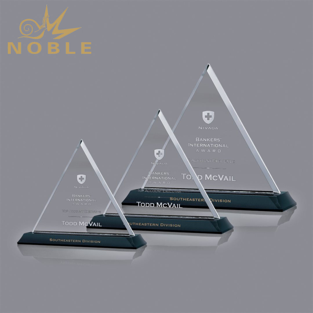 High Quality Beautiful Triangle Custom Crystal Plaque Award
