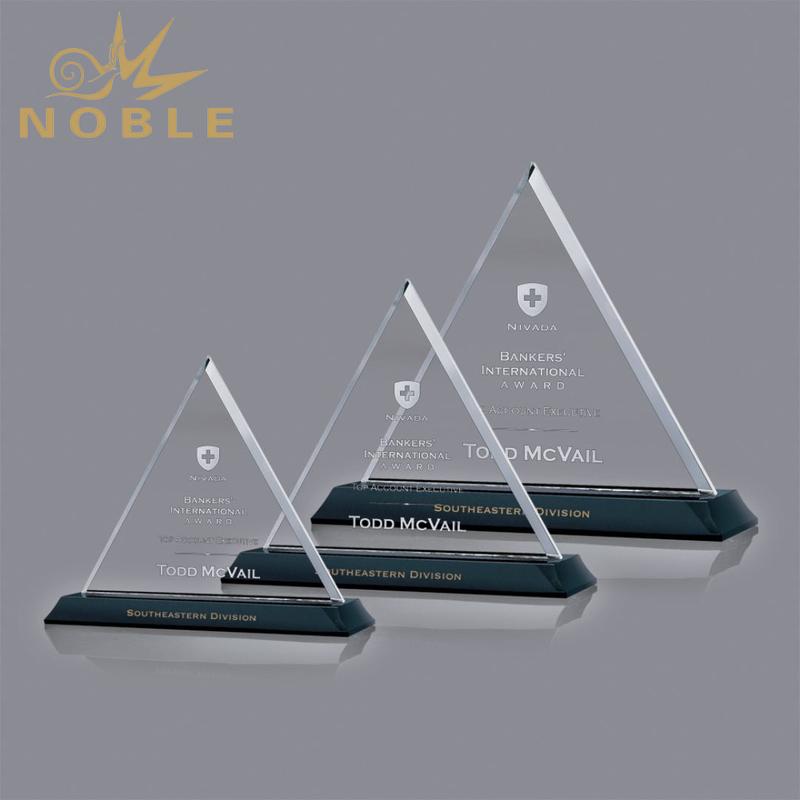 High Quality Beautiful Triangle Custom Crystal Plaque Award