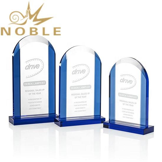 2020 Unique Design Free Engraving Custom Crystal Plaque Award with Blue Edges