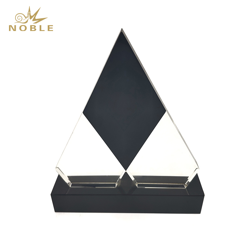 Noble Free Engraving Custom Crystal Pyramid Plaque Awards