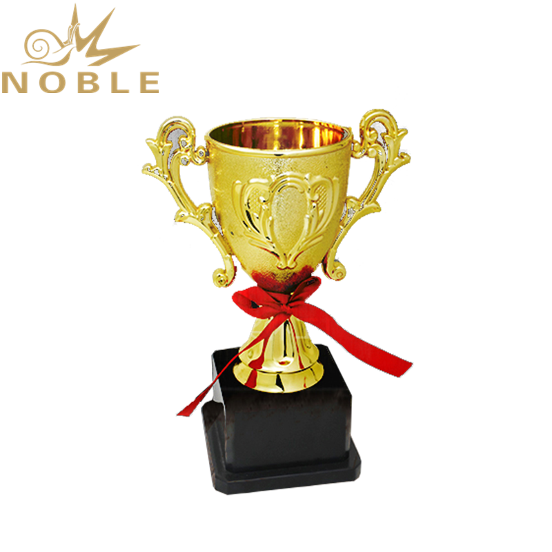 Free Logo Cheap Plastic Trophy Cups