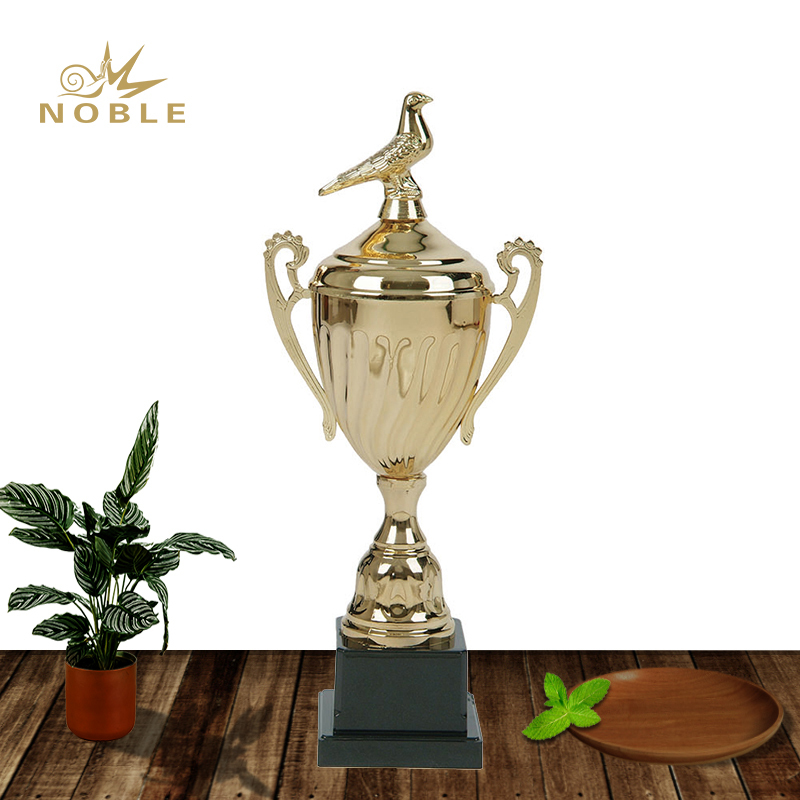 Professional Manufacturer High Quality Metal Trophy Cups with Pigeon Figurine