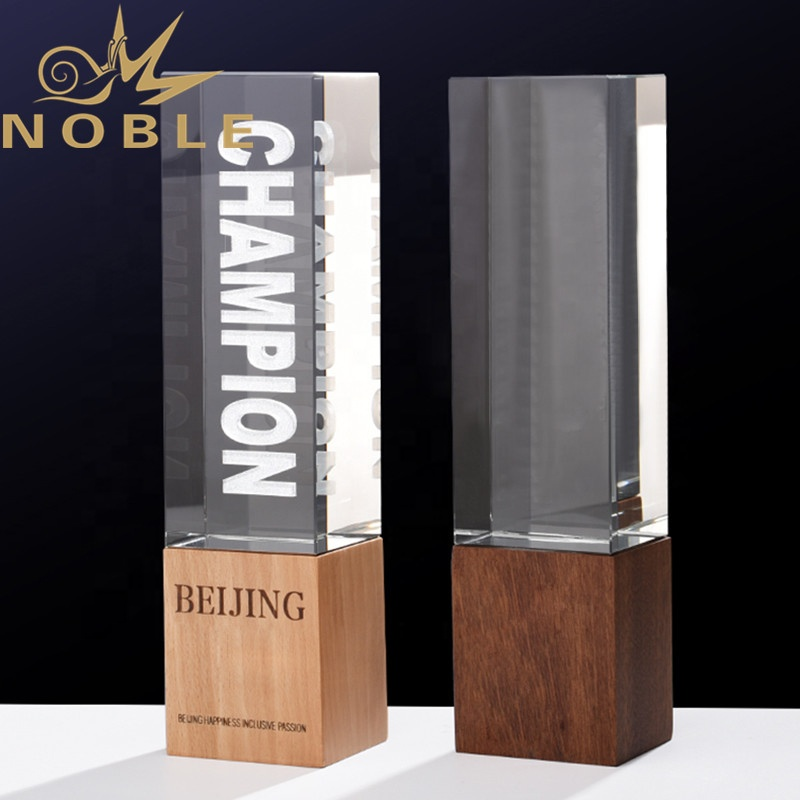 New Design High Quality Custom Laser Engraving Crystal Trophy with Wood Base