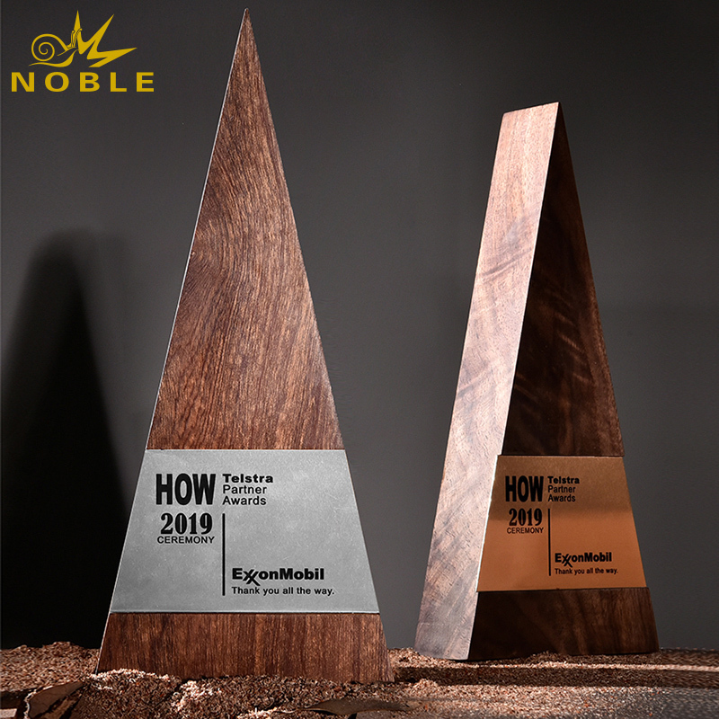 Noble new design custom engraving wooden pyramid plaque trophy